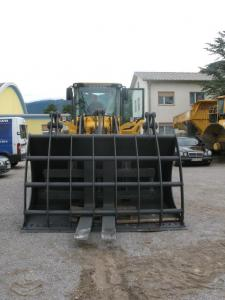 Loader bucket with clamp production